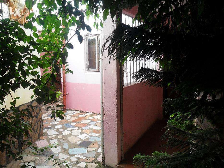 Vende-se/arrenda-se casa no bairro do maxaquene av. flpm Maputo - imagem 2