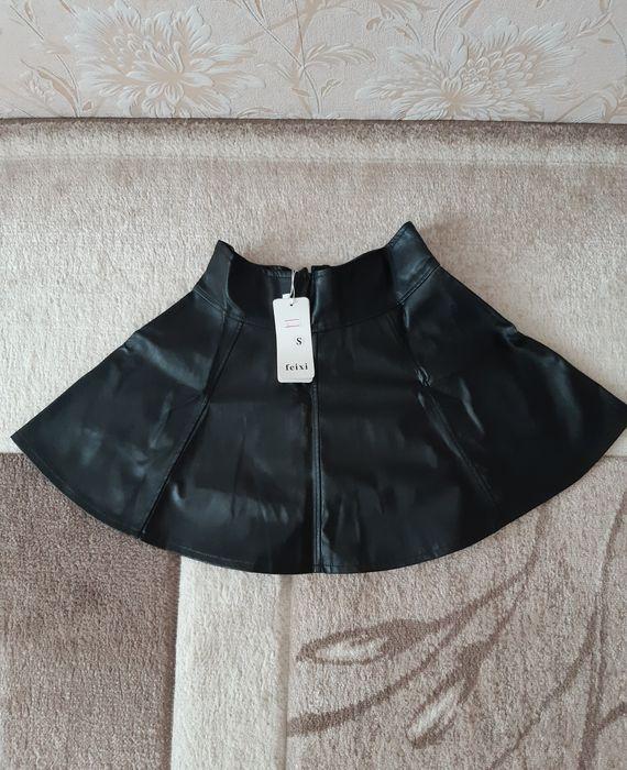 Продам юбку кожаную новую