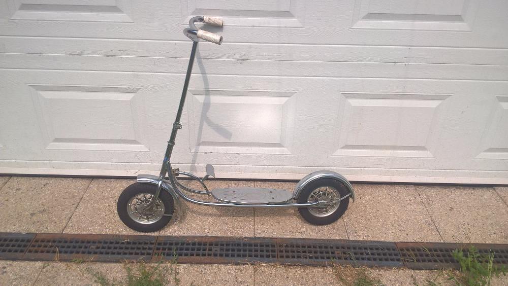 Trotineta cu pedala de colecție MG