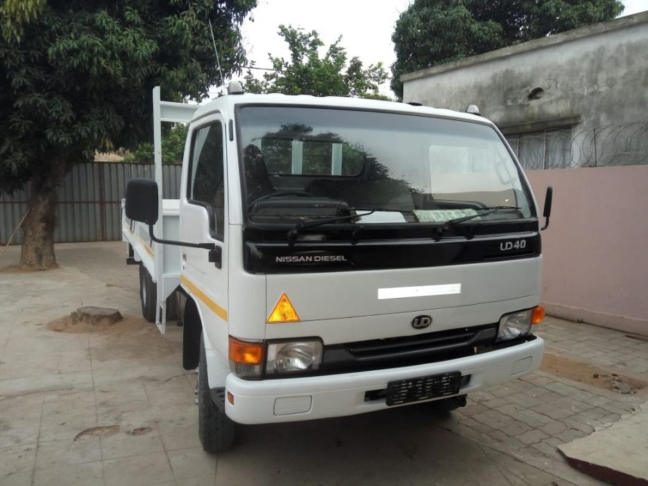 Nissan | UD40 | Manual | Diesel |Tara: 4 Toneladas | Super Operacional