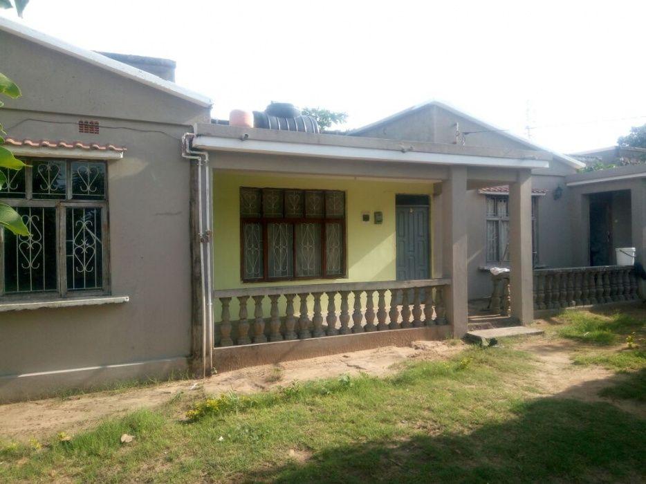 vende se boa casa tipo 2 no bairro 1 de maio /khongolote