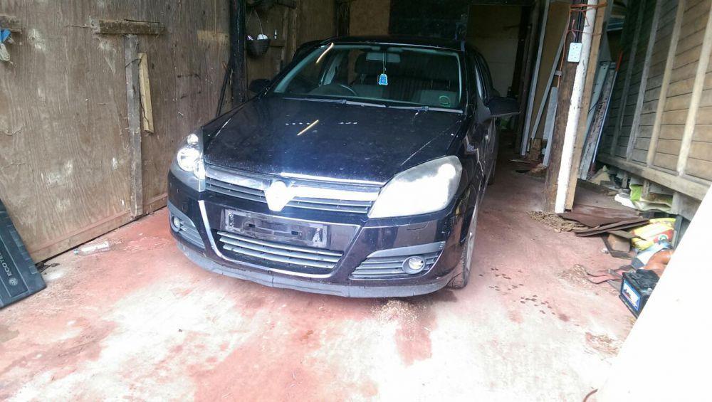 Dezmembrez Opel Astra H 1.9 CDTI 150 Hp