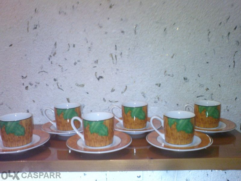 Сервиз 6 чаши за кафе , подарък две чаши за шейк
