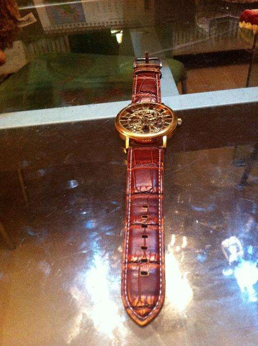 Vand ceas pentru tanar, model modern si deosebit, cu baterie si curea