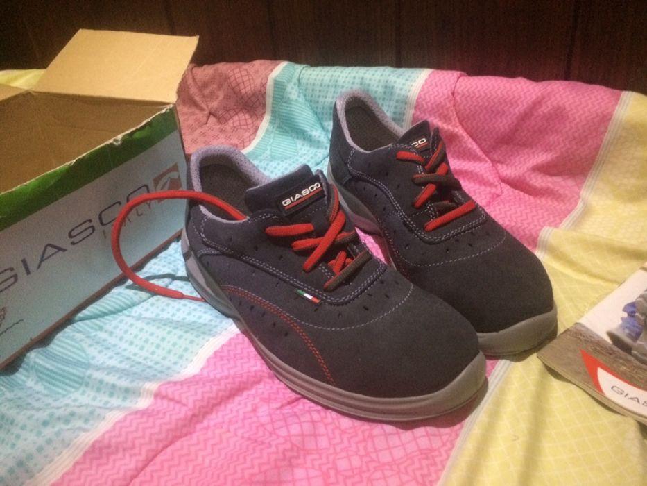 Обувки с метално бомбе