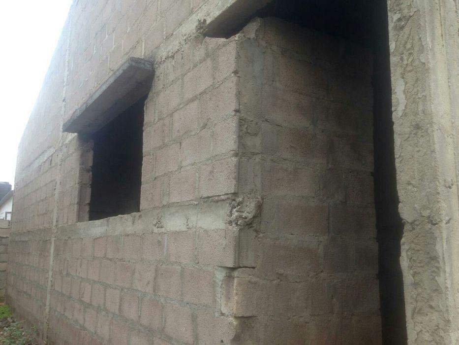 Vende-se Inacabada Casa T2 no Bairro da Zona Verde a 500metros da EN1