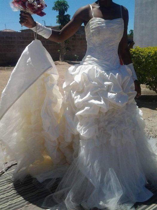 Vestido de noiva small a venda, é da calamidade