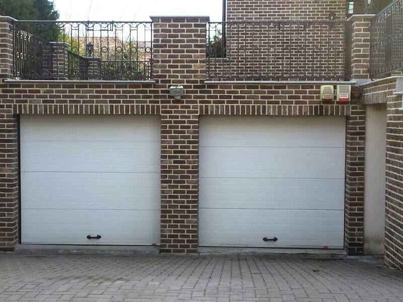 Producem și comercializăm usă/uși de garaj.