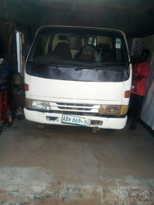 Vendo toyota Dyna 4x4 diesel