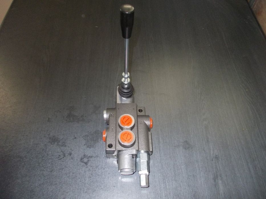 Distribuitor hidraulic 40-80 de litri centru deschis