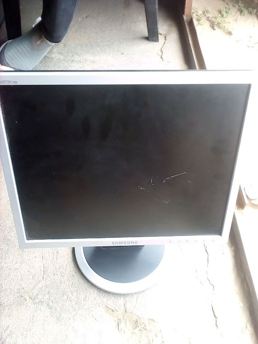 tenho monitor 17 polegada de marca samsung