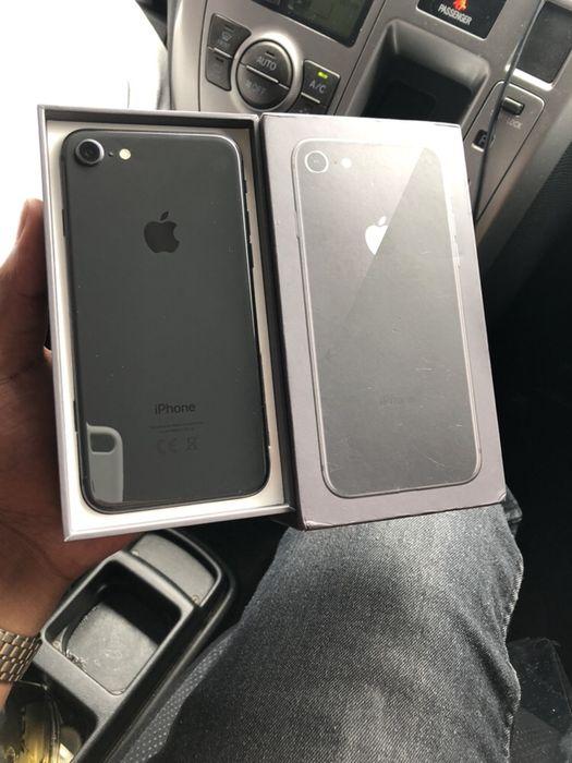 IPhone 8 64GB preto com caixa e cabo
