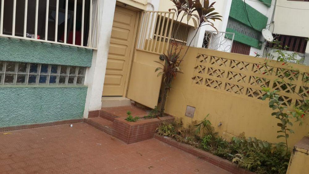Vende-se Vivenda T3+1 na vila de Viana pronto a morar. Por 48.000.000k
