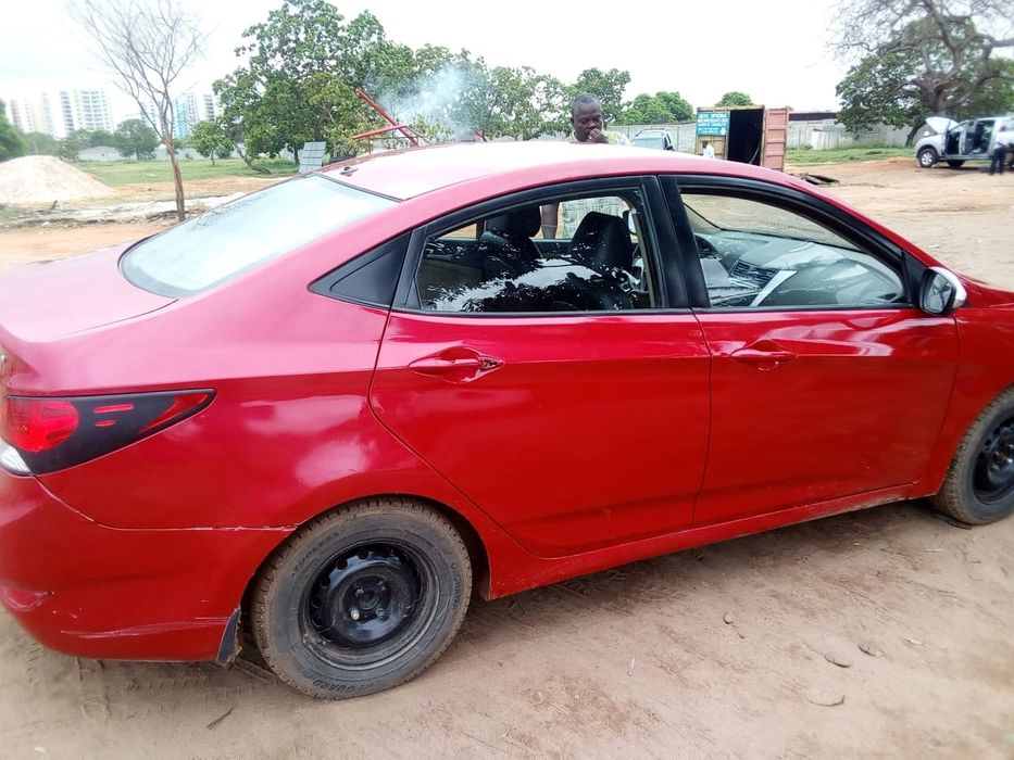 Hyundai Accent a venda