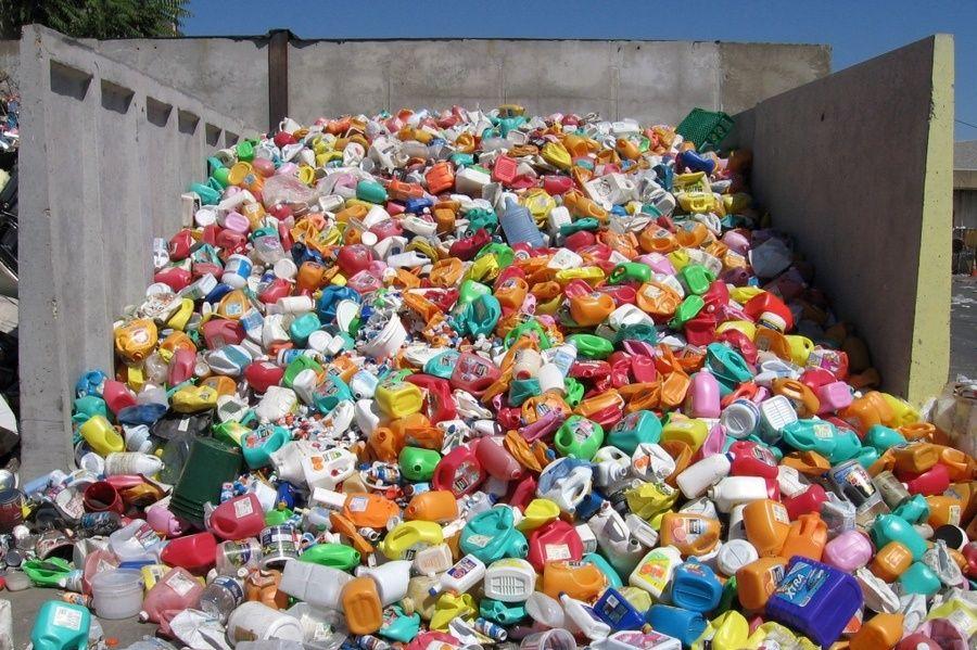 Отходы пластика.