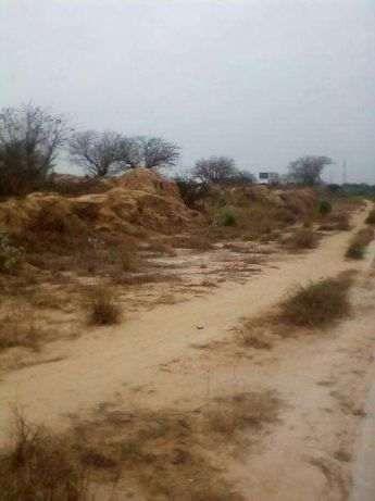 Terreno via expressa, berma da estrada, 03 hectares.