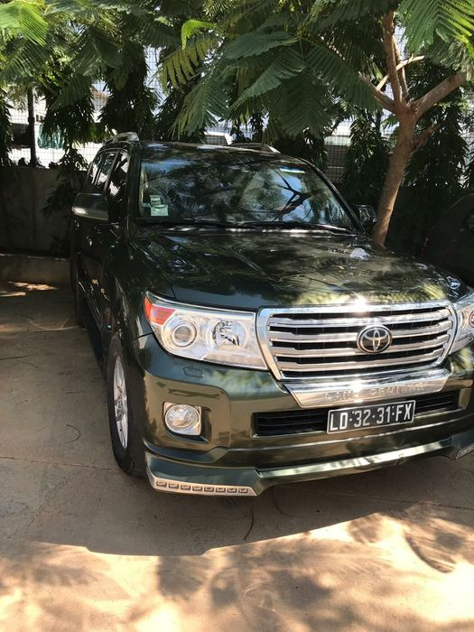 Land cruiser Vx.R semi novo a venda a 23.000.000kz