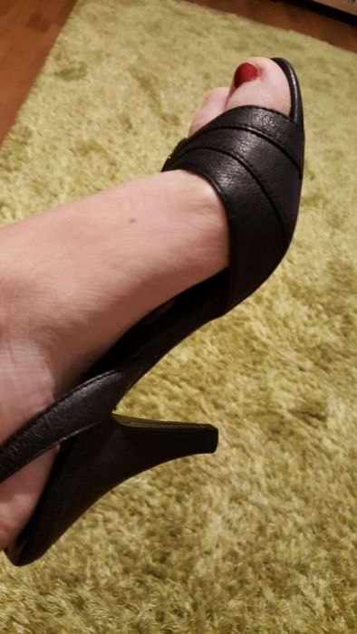 Sandale numar 36 merg chiar si 35 jumate fff mici si delicate