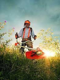 Tund iarba,gazon,etc cu motocoasa