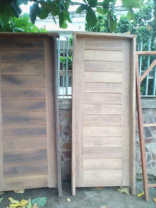 Vende se estas portas vindo da zambezia madeira umbila.