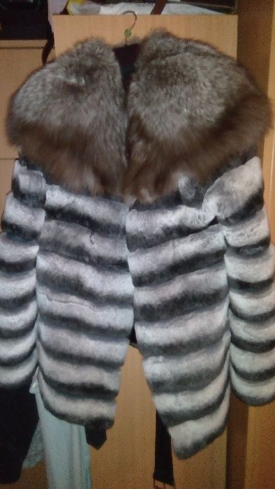 Vând haine blana naturala chinchila cu guler vulpe și haina vizon