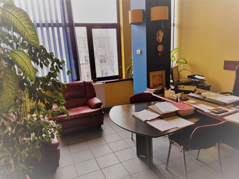 Cladire birouri 450 mp, 14 camere, posibilitate recompartimentare