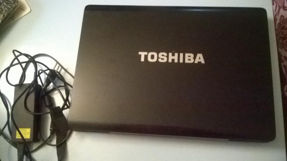 "Лаптоп Тошиба 17"""