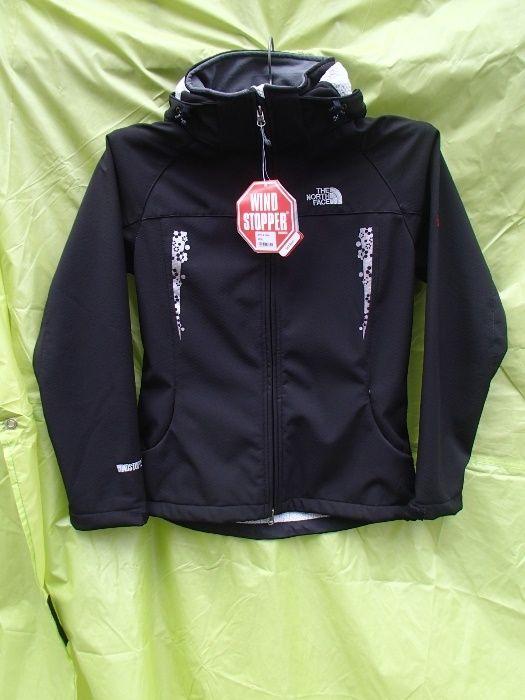 Продавам дамско черно яке уиндстопър софт шел The North Face. Материал