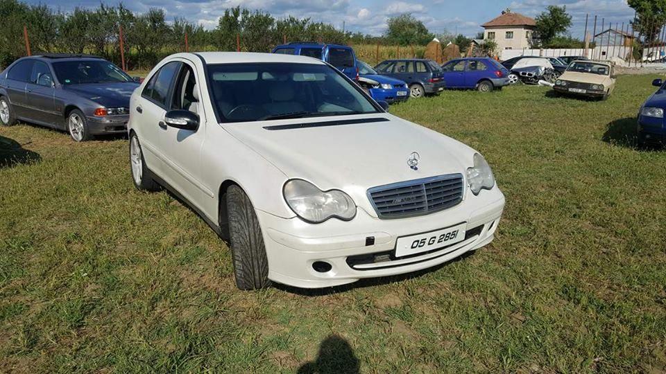 Dezmembrez Mercedes C220cdi w203