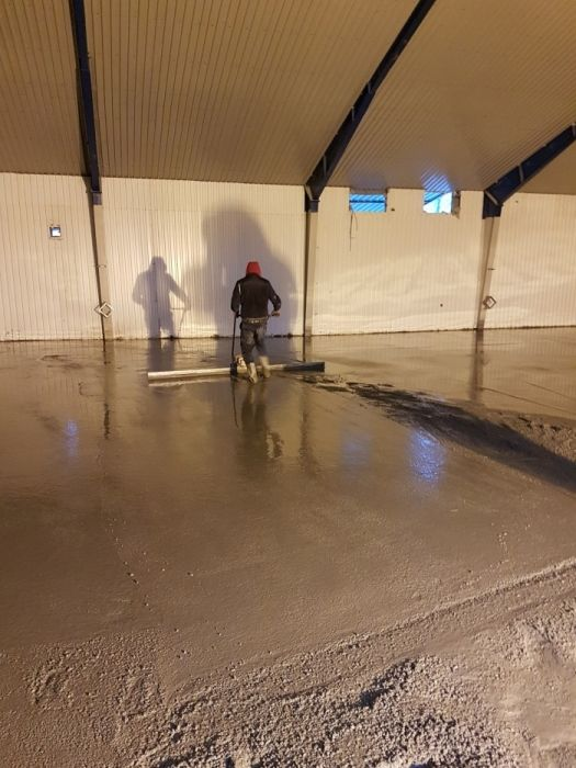 Pardoseli beton elicoperizat, finisat mecanic, rampe antiderapante!!!