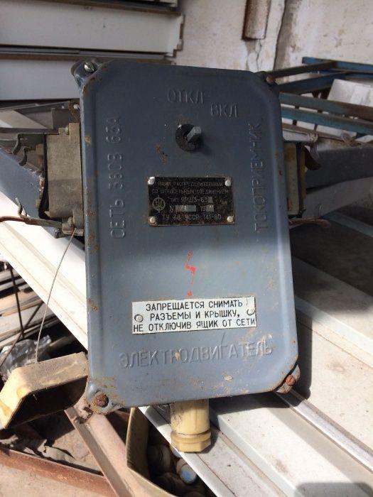 Конденсатор, стабилизатор, понижающий трансформаттор, ящик