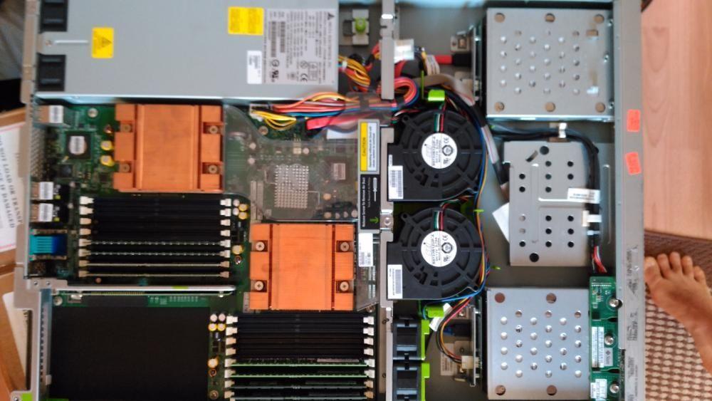 Sun Fire X2200 М2 server се продава c два 4-ядрени процесора
