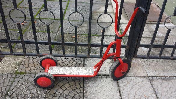 Детска червена триколка