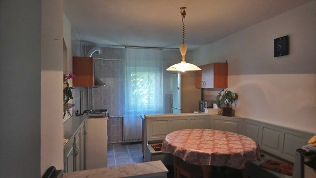 Inchiriez o camera in apartament cu 3 camere