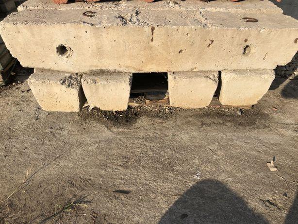 Vând traverse beton