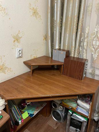Детский угловой компьютерный стол