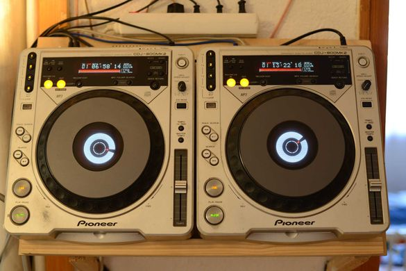 Два плейъра Pioneer CDJ 800 MK2