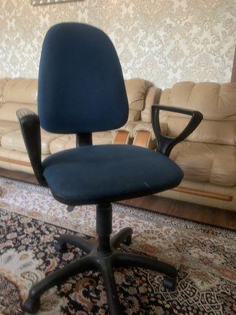 офисное кресло в хорошем состоянии