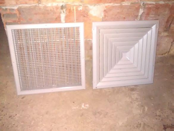 Продавам вентилационни решетки с жалузи