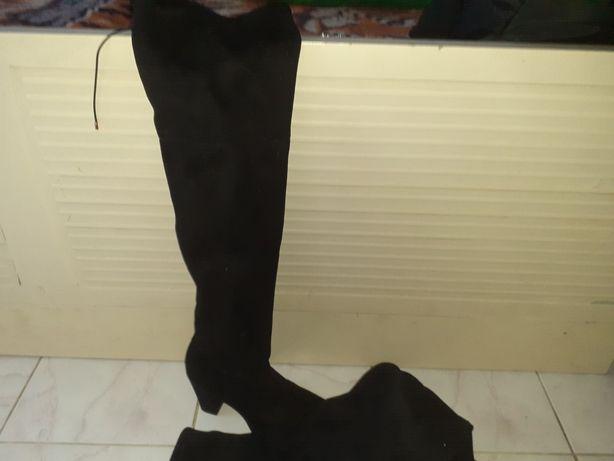 Vand cizme lungi de dama negre purtate o singura data