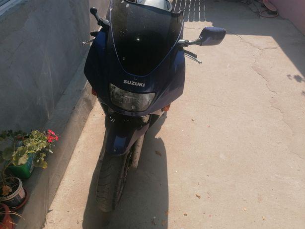 Motocicleta Suzuki