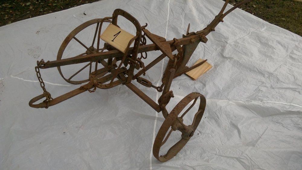 Plug vechi din fier, in stare foarte buna Targu Neamt - imagine 1