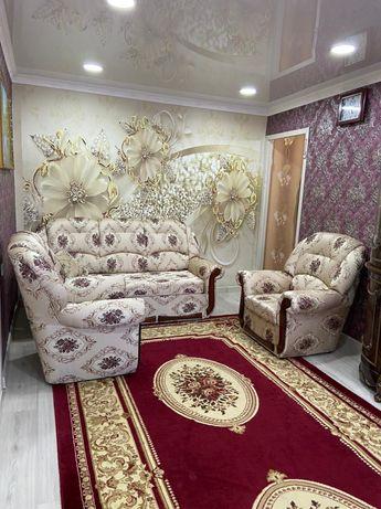 Уголок отдыха ( диван и два кресла )