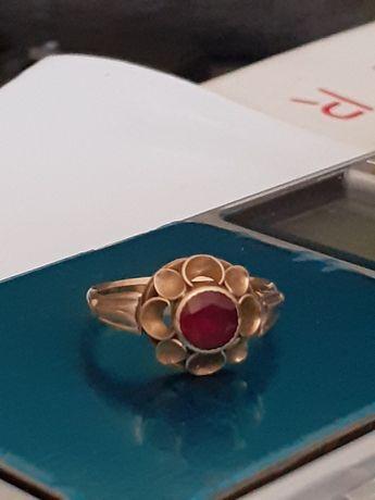 Inel vechi iudaic din aur14k cu rubin