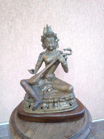 Statueta/statuie Sarasvati, bronz masiv pe suport de lemn