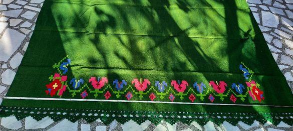 Нова ръчно тъкана покривка за легло 100% вълна 143/ 200см.