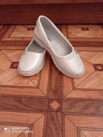 Продаются туфли на девочку