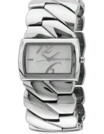 Vând sau schimb ceas de dama Donna Kara New York