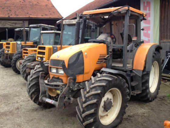 Dezmembrez tractor Renault arez 550RZ