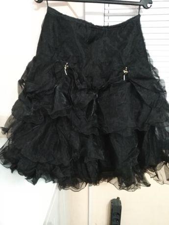 Продавам луксозна дамска черна пола от тюл
